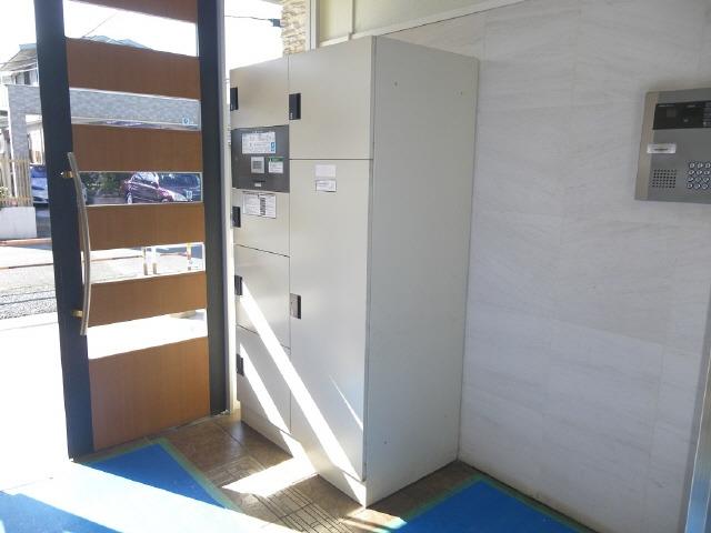 エントランスはオートロック対応で宅配BOX設置