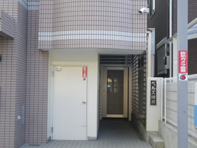 入口は安心の防犯カメラ設置