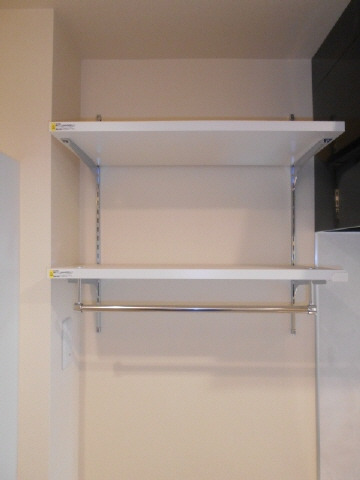 居室洗濯機置き場上部棚