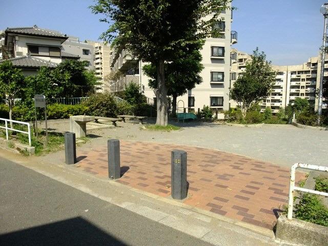 建物目の前の公園