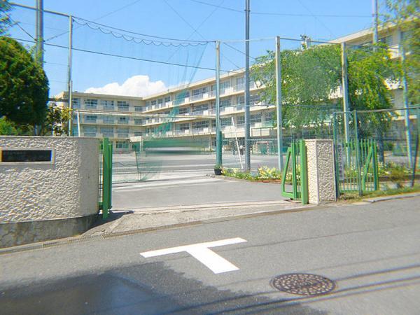現地周辺鶴川第二中学校