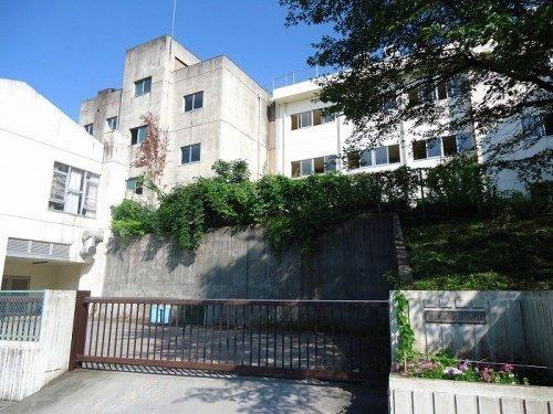 現地周辺日野市立日野第三中学校 1063m
