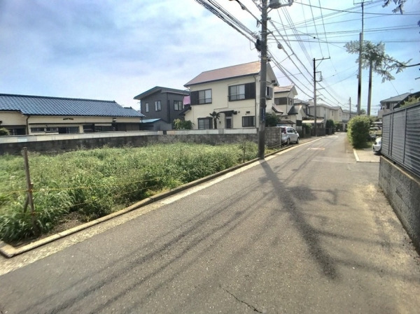 その他前面道路含む現地写真:北側前面道路 幅員40m
