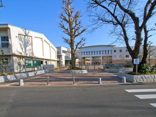 現地周辺藤沢市立六会中学校 435m