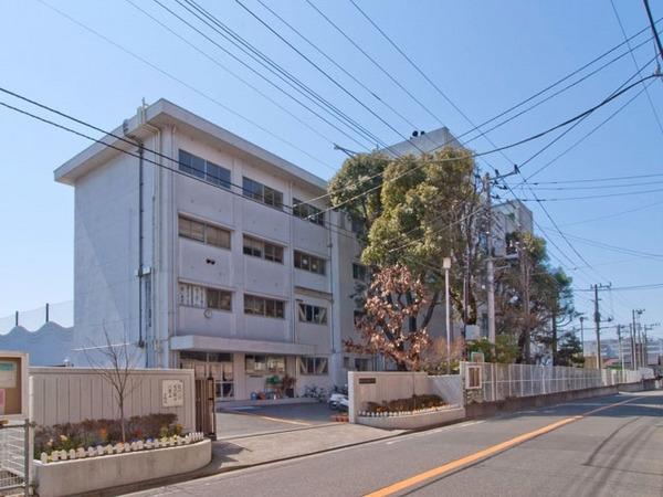 現地周辺藤沢市立明治中学校 1232m