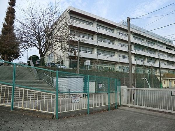 現地周辺横浜市立善部小学校 555m