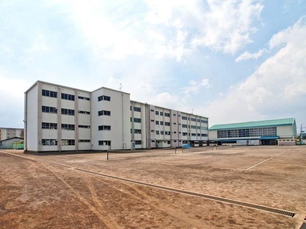 現地周辺茅ヶ崎市立鶴が台中学校 350m
