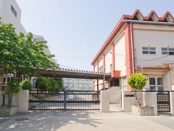 現地周辺中学校 1700m