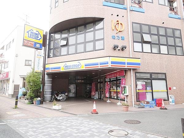 現地周辺ミニストップ新座栗原店 592m