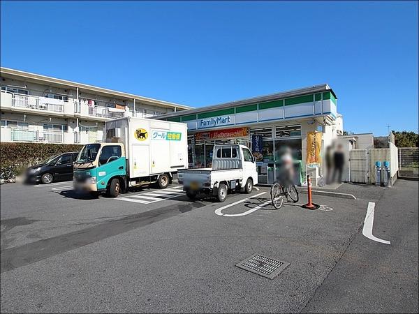 現地周辺ファミリーマート西東京新町店 725m