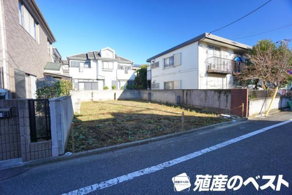外観西武新宿線「上井草」駅より徒歩圏内。敷地面積は約38坪。南面道路に面した陽当たりの良い整形地。