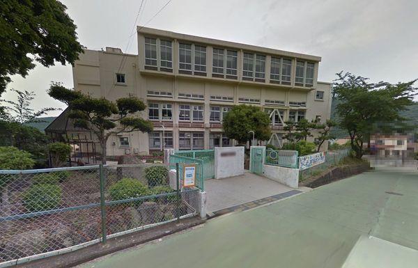 現地周辺神戸市立唐櫃小学校 758m