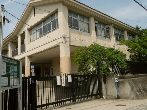 現地周辺神戸市立有野小学校 1868m