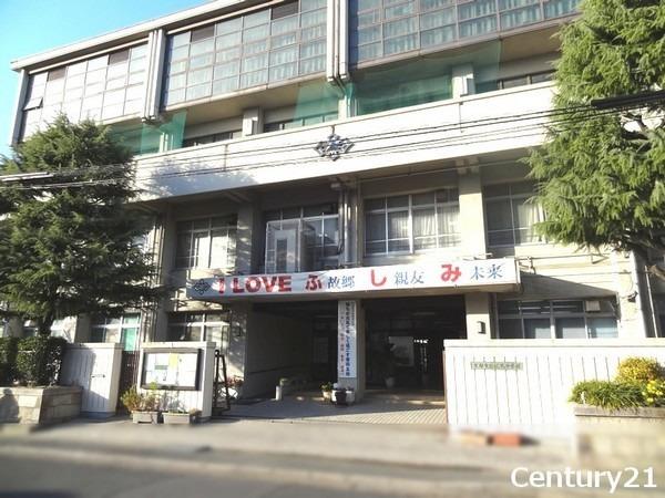 現地周辺京都市立伏見中学校 775m