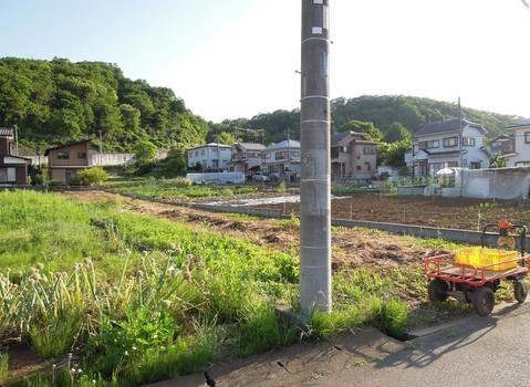 その他更地でのお渡し。土地100坪以上。平坦地。緑豊かな住宅地。前面棟無。隣家との間隔広い。山が見える。田園風景。建築条件無しにつきお好きなメーカーで建築できます。周辺交通量少なめ。駐車場。
