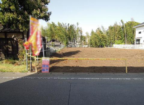 その他風格のある邸宅が建ち並ぶ住宅街。南側の地域には畑が広がり、静かな環境です。最寄の橋本駅は都心への移動に便利です。