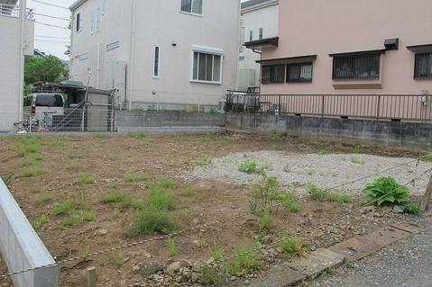 その他周辺にはコンビニ・病院・郵便局・銀行・保育園があり生活便利です。津久井湖城山公園からも近く、散策して四季を堪能できます。前面棟無。平坦地。建築プラン例有り。