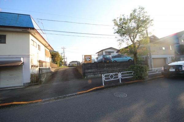 その他現地土地写真:・めじろ台駅 徒歩3分・前面道路は20