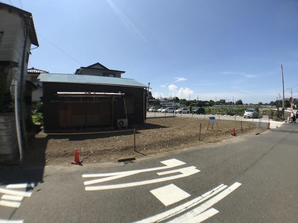 現地周辺俣野小学校 644m