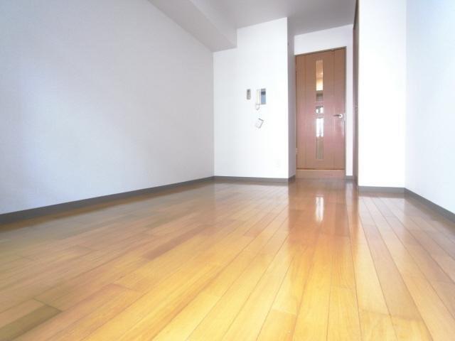 居室コンパクトで使いやすい洋室です