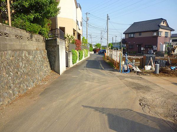現地周辺前面道路