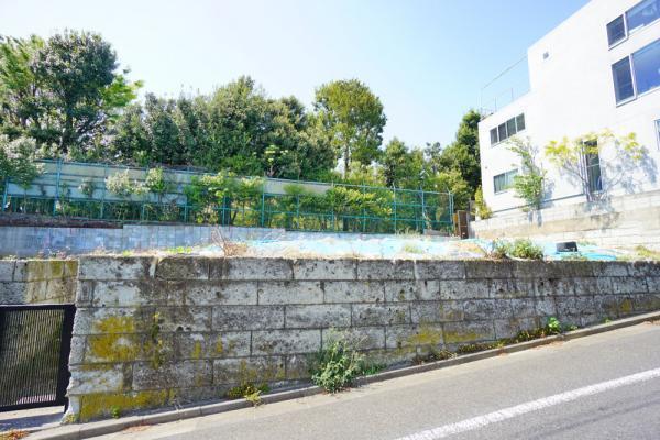 外観第一種低層住居専用地域。落ち着いた住宅が建ち並んでいます。