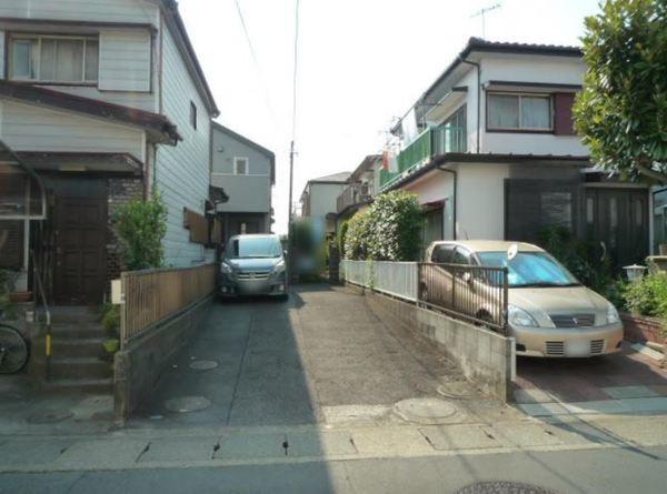 その他前面道路含む現地写真:現況古家付です。