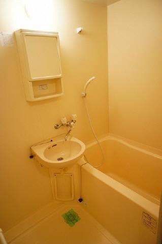 居室浴室には洗面台付