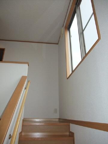 階段 採光窓有り