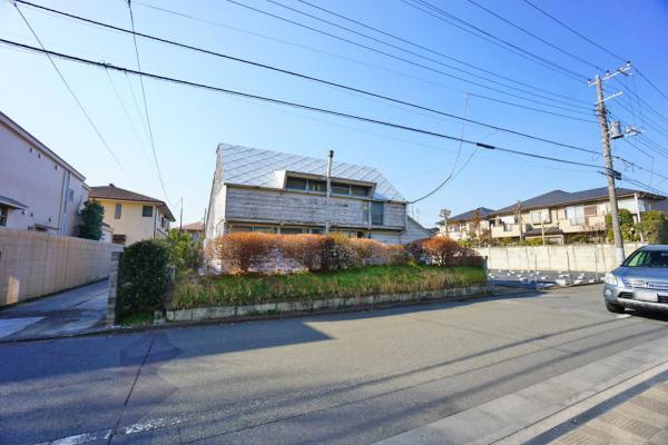 外観住環境に配慮された第一種低層住居専用地域です。