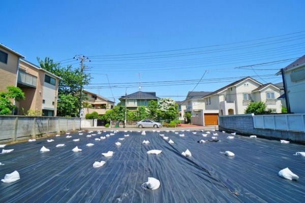 外観2世帯住宅などをお考えのお客様には嬉しいサイズの108坪の広々とした分譲地となっています。