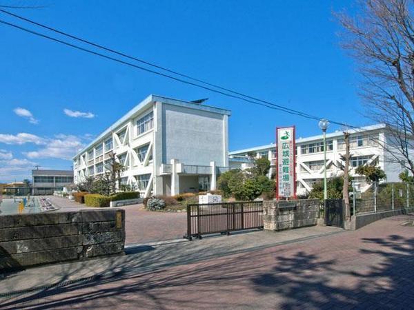 現地周辺富士見台小学校 778m