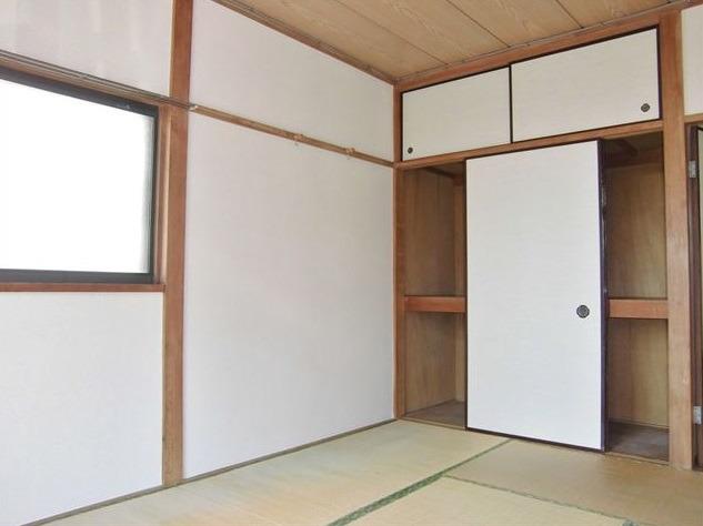 和室(角部屋で日当たり良好)