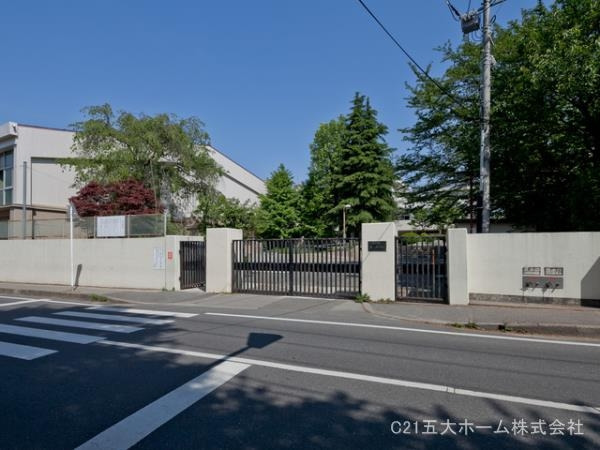現地周辺松戸市立第一中学校 990m