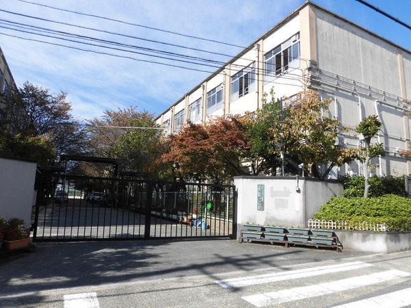 現地周辺京都市立太秦中学校 1179m