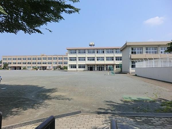 現地周辺綾瀬市立綾西小学校 1018m