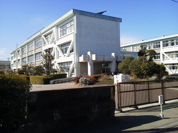 現地周辺藤沢市立富士見台小学校 866m