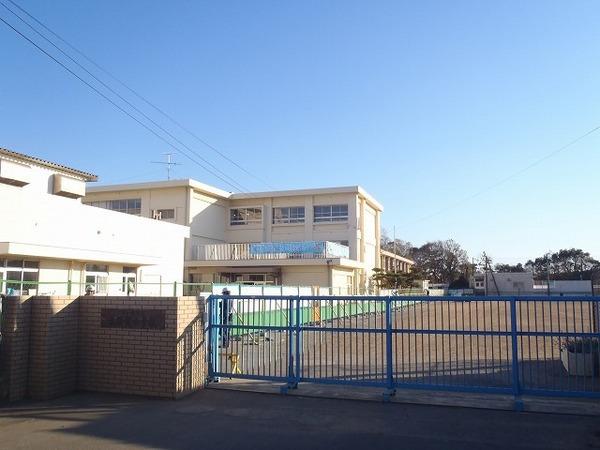 現地周辺茅ヶ崎市立浜須賀小学校 1089m
