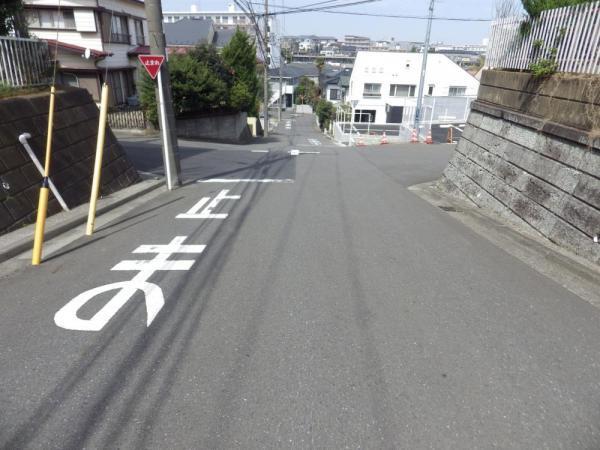 外観周辺道路も広くて安心です!
