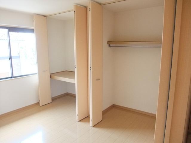 洋室南 大容量の収納スペース