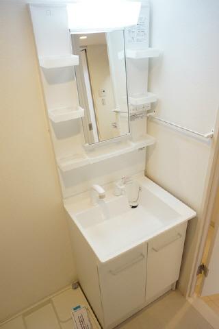 共用部うれしい独立洗面台 室内洗濯機置き場