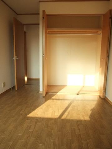 東側洋室6.2帖・クローゼット