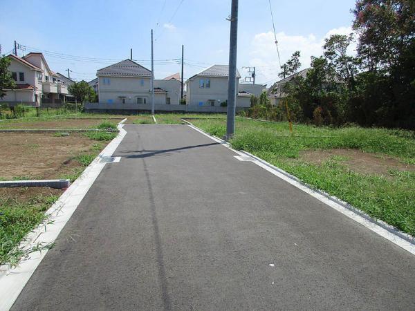 外観前面道路