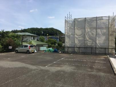 現地周辺北側の隣地駐車場から撮影