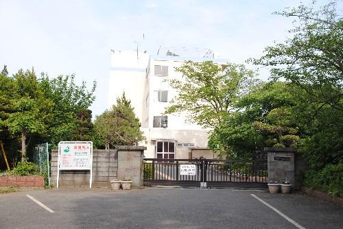 現地周辺宗岡第二中学校(志木市と朝霞市の境に位置し、新河岸川のほとりの自然豊かな環境にある学校です^^)