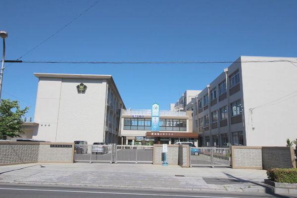 現地周辺大垣市立東中学校 944m