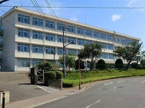 現地周辺綾瀬市立城山中学校 953m