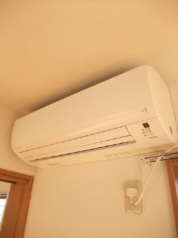 エアコン2台あります。(LDK・洋室6帖)