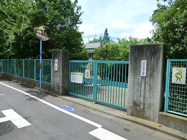 現地周辺杉並区立三谷小学校.