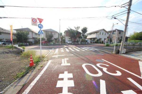 その他前面道路含む現地写真:・大規模分譲地なので、綺麗に整った街並み